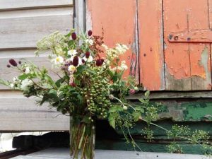 Autumnal floral arrangement. Garden and floral workshops in somerset wiltshire bath and bristol