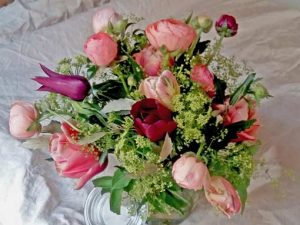 Image of a spring floral display to illustrate mothers day floral craft workshop