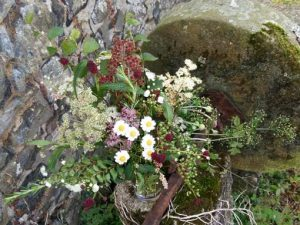 Image of an autumnal floral arrangement using plants from the garden to illustrate floral craft workshops