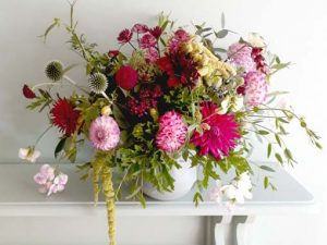 Image of a floral arrangement to illustrate a floral craft workshop on selecting the right vase