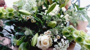 image of a green coloured flower arrangement. Garden workshops and floral workshops in bath bristol somerset and wiltshire