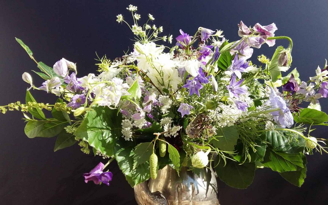 Spring hand tied posy workshop