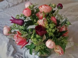 Image of a spring floral display to illustrate mothers day floral craft workshop
