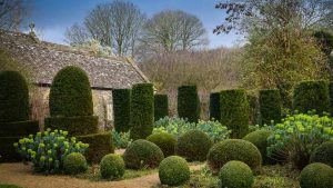 Image of the garden of a stately home to illustrate garden tours in somerset and wiltshire